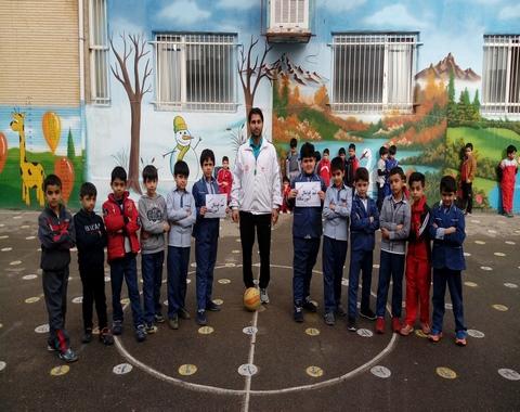 تمرین تیم فوتبال دانش آموزی آموزشگاه